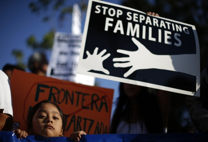 Yoselin Cano, 5, takes part in a vigil for immigrant rights and the protection of women and children fleeing violence in Central America, on Salvadoran Heritage Day in Los Angeles, California August 6, 2014. REUTERS/Lucy Nicholson (UNITED STATES - Tags: SOCIETY IMMIGRATION ANNIVERSARY) - RTR41IDW