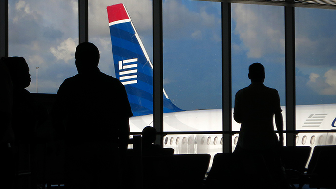 """[VIDEO] """"YOU'RE ALL SCREWED!"""" Man Jokes About Having Ebola, Removed From Plane"""