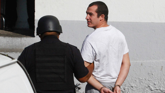 Former U.S. Marine Andrew Tahmooressi (R) is escorted to a federal court in Tijuana (Reuters / Jorge Duenes)