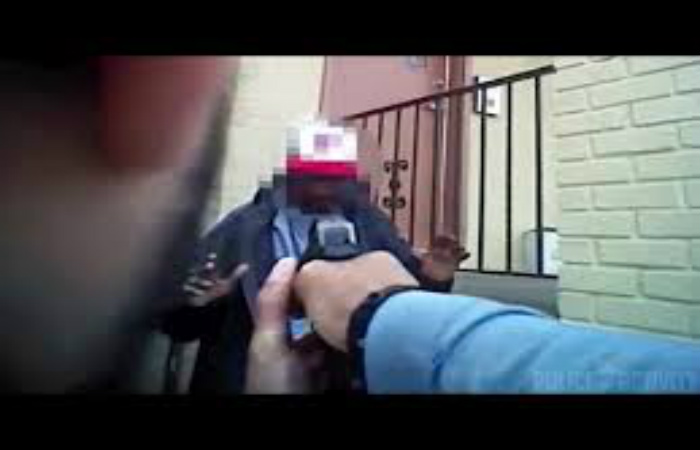 [VIDEO] Body Cam Records Heroic Cop Stopping Violent Thug From Robbing Woman