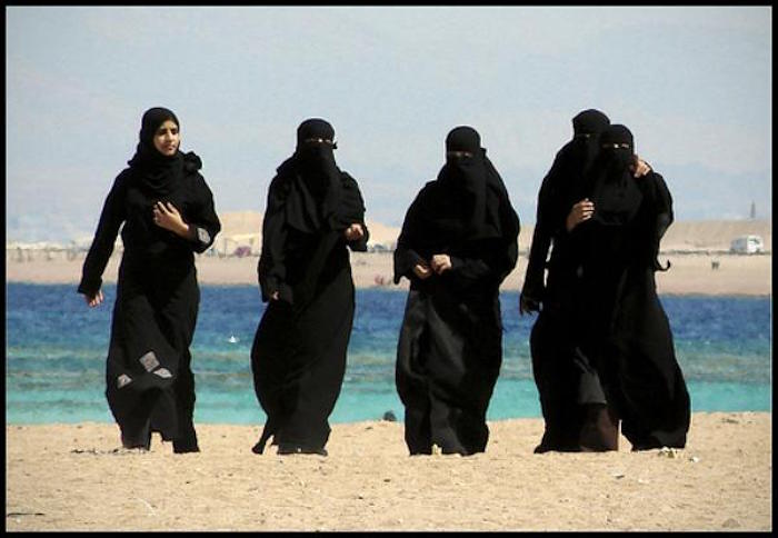 Saudi's Want Sharia Dress Code On The Beach In Newly Acquired Red Sea Islands