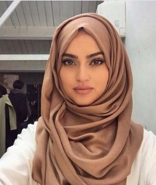 Woman Harassed For Being Muslim On Subway By Three Men Chanting Trump